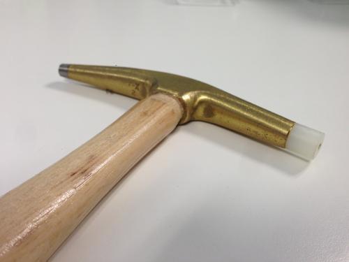Outillage pour tapissier marteau ramponneau t te - Marteau de tapissier ...